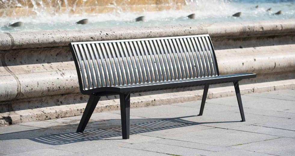 Area - Bench with backrest - Montréal