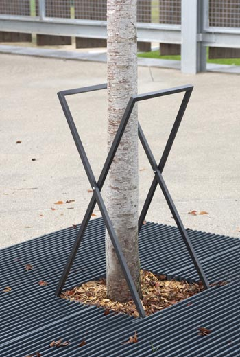 Area - Tree guard and stake - Tripoli 90